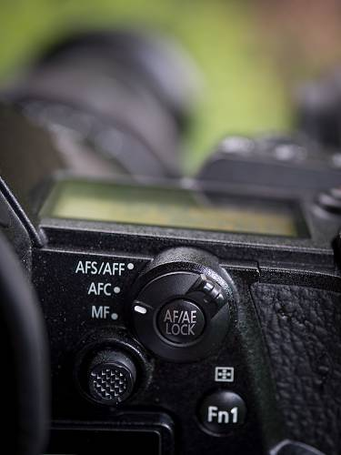 Autofokusschalter, AF-Joystick und AF/AE-Lock-Button für Backbutton-Autofokus an der Panasonic G9